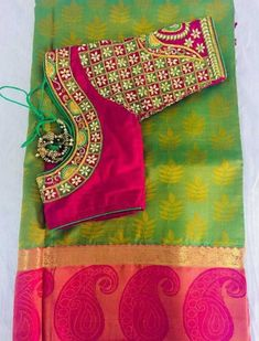 Saree blouse look Cutwork Blouse Designs, Kids Blouse Designs, Wedding Saree Blouse Designs, Pattu Saree Blouse Designs, Hand Work Blouse Design, Simple Blouse Designs, Sari Blouse, Saree Wedding, Mirror Work Saree Blouse
