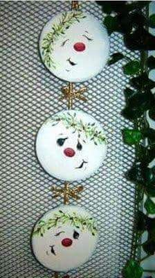 Sweet CD recycling idea – Upcycling Recycling – # sweet … - All For Remodeling İdeas Christmas Snowman, Christmas Holidays, Christmas Decorations, Christmas Ornaments, Cd Crafts, Snowman Crafts, Cd Recycling, Christmas Projects, Holiday Crafts