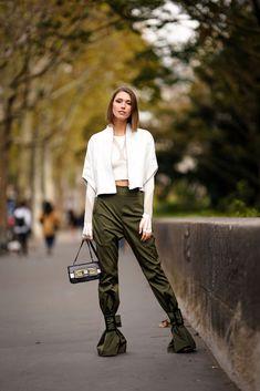 Landiana Cerciu wears a white leather jacket, a bare belly cropped. Paris Fashion, Girl Fashion, Fashion Dresses, Green Khaki Pants, Paris Girl, Daily Fashion, White Leather, Furla Bag, Women Wear
