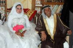 HYADER. Pieza que rodea el cuello y que se integra al velo en el traje femenino iraquí.