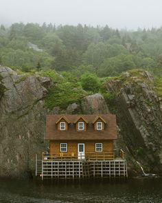 Newfoundland by Chris Amat Quidi Vidi Village Chris Amat: Photos Beautiful Homes, Beautiful Places, Beautiful Interiors, Amazing Places, Destinations, Great North, Cabins And Cottages, Log Cabins, Destination Voyage