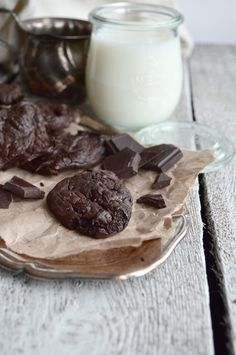 Dark Chocolate Chunk Chocolate Avocado Cookies. No butter, no sugar, no grains.