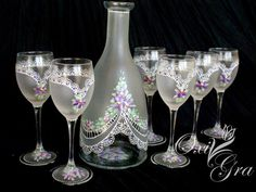 Svatební sada na víno * ručně malované sklo ♥ Bride And Groom Glasses, Wedding Glasses, Lace Painting, Bottle Painting, Wine Bottle Glasses, Wine Craft, Hand Painted Wine Glasses, Champagne Flutes, Glass Blocks