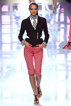 Versus Versace Spring 2004 Ready-to-Wear Fashion Show - Ai Tominaga, Donatella Versace