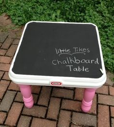 Little Tikes Chalkboard Table - When I saw this, I just had to share it with the world. I mean, how great would it have been to have had a chalkboard on one of these tables when I was a kid? Kids Picnic Table, Kid Table, Little Tikes Makeover, Chalkboard Table, Chalkboard Paint, Large Chalkboard, Diy For Kids, Crafts For Kids, Little Tykes