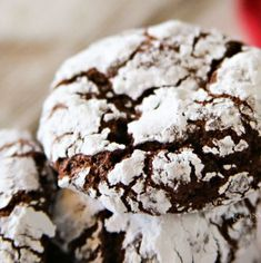 Easy Chocolate Crinkle Cookies are an easy nostalgic Christmas cookie recipe that makes a great gift for neighbors, holiday parties friends! Best Christmas Cookie Recipe, Holiday Cookie Recipes, Holiday Cookies, Holiday Baking, Christmas Baking, Chocolate Chip Cookies, Lava Cookies, Chocolate Crinkles, Galletas Cookies
