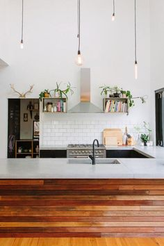 Love the clean, contemporary look of this white kitchen. According to the art of Feng Shui, having a neat & orderly kitchen is vital for promoting health & wellness.