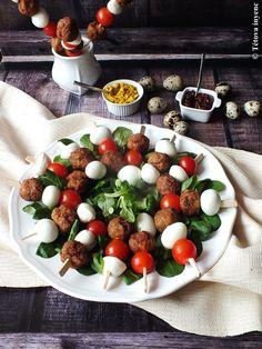 Caprese Salad, Cobb Salad, Minion, Food, Essen, Minions, Meals, Yemek, Insalata Caprese