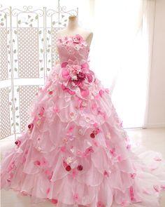 ピンクカラーの花ドレスプリンセスライン - http://www.honeysuckle.co.jp/dress/pr-cr022.html