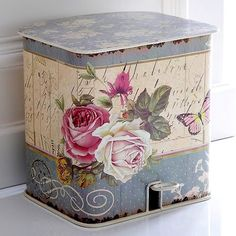 what a pretty trash can this would make.. might just have to decoupage that ugly silver Simple Human can..