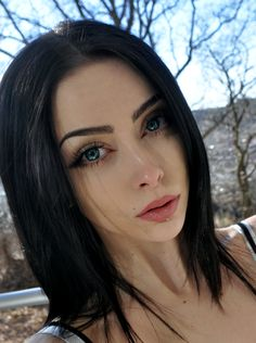 Make-up Fashion Bilder - Sorbian-Spike, thanksgiving makeup, Black Hair Pale Skin, Dark Hair, Estilo Dark, Beauty Makeup, Hair Makeup, Makeup Style, Dark Beauty, Gothic Beauty, Beautiful Eyes