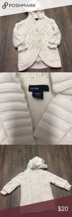 """Cream 3T fleece, hooded sweater Cream 3T fleece, hooded sweater. Can fit a """"bigger"""" 2T as I think it has """"shrunk"""" a little bit still has lots of life left. No stains or pulls. Very good quality GAP. Machine washable. GAP Shirts & Tops Sweatshirts & Hoodies"""