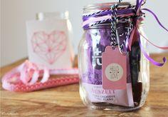 Bild: DIY Geschenkidee Wellness im Glas, ein schnelles last-minute Geschenk zum Entspannen, als Geburtstagsgeschenk, zum neuen Jahr, dem JGA, der Hochzeit oder einfach mal so, gefunden auf Partystories.de