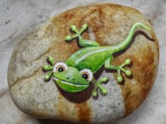 Adorable Gecko on Stone - Pedra Brasil - wonderful Painted Stones