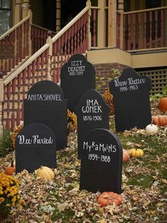DIY Halloween gravestones from upcycled cereal boxes - aus DIY Grabst .DIY Halloween tombstones from upcycled cereal boxes - aus DIY Grabsteine Halloween hallowen 36 Insanely Cute Halloween Party Decorations You Can Make Today, The Halloween Veranda, Fröhliches Halloween, Adornos Halloween, Halloween Snacks, Halloween Cupcakes, Holidays Halloween, Halloween Costumes, Tombstones For Halloween, Halloween Season