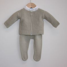 PATRON peleles bebe tejidos dos agujas - Buscar con Google Outfit Elegantes, Neutral Outfit, Baby Boy, Turtle Neck, Pullover, Children, Boys, Pretty, Sweaters