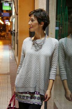 ohmyblog blogger outfit grey mini balenciaga city bag pixie hair cut pelo corto (3)