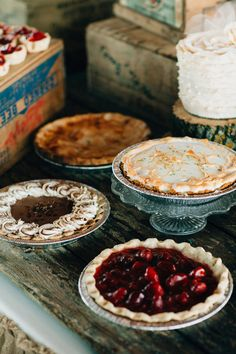 mixed pie desserts, photo by Session Nine Photographers Barn Wedding Cakes, Metallic Wedding Cakes, Small Wedding Cakes, Country Wedding Cakes, Wedding Sweets, Wedding Cake Designs, Dessert Buffet, Pie Dessert, Diy Cake Topper