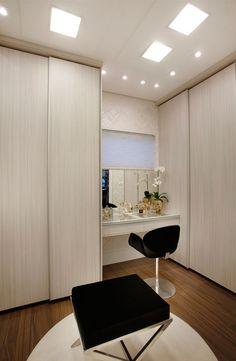 Construindo Minha Casa Clean: Closets Pequenos e Grandes - com Bancadas de Make!