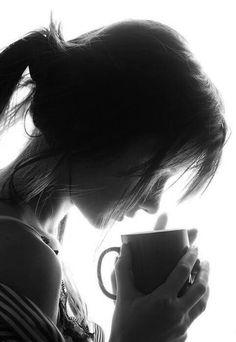 """""""...No entiendo la pasión por el café,  lo que necesito en las mañanas es un poco de ti..""""  Ave Literaria"""