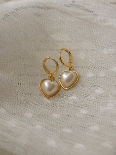 Cute Jewelry, Jewelry Accessories, Vintage Heart, Royal Jewels, Delicate Jewelry, Heart Charm, Sterling Silver Jewelry, 18k Gold, Gemstone Rings