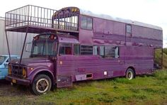 Buy a double-decker bus and turn it into a camper School Bus Conversion, Camper Conversion, School Bus Tiny House, School Buses, Converted Bus, Rv Bus, Bus Living, Tiny Living, Living Spaces