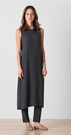 Shop women's casual clothing that effortlessly combines timeless, elegant lines with eco-friendly fabrics from EILEEN FISHER. Mode Outfits, Casual Outfits, Fashion Outfits, Fashion Trends, Over 50 Womens Fashion, Fashion Over 50, Dress Over Pants, Moda Casual, Fashion Looks
