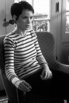 Winona Ryder in Girl Interrupted / pixie cut / stripes Girl Interrupted, Moda Punk Rock, Winona Forever, Chica Cool, Style Parisienne, My Hairstyle, Catherine Deneuve, Pixie Hairstyles, Blonde Hairstyles