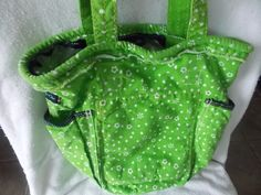 Thirty One Retro Metro Tote Bag~ Green w/white flowers #ThirtyOne #TotesShoppers