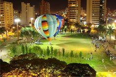 Festival de balões na praça Belmar Fidalgo, em Campo Grande - MS.