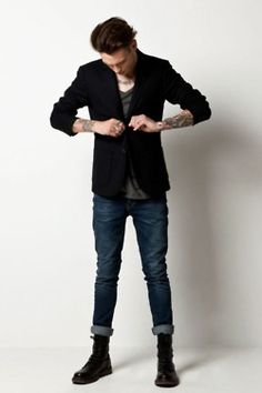 looks cool and stylish Men's Fashion, Fashion Gallery, Fashion Styles, Dr. Martens, Outfit Man, Rolled Up Jeans, Hipster Man, Gentleman Style, Grey Shirt