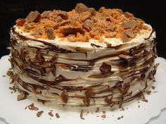 Butterfinger Cake Peanut Butter cake, Chocolate/chunky peanut butter filling, covered with White chocolate cream cheese frosting, and. Just Desserts, Delicious Desserts, Yummy Food, Sweet Recipes, Cake Recipes, Dessert Recipes, Dessert Ideas, Butterfinger Cake, Yummy Treats