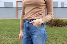 how to wear mom jeans с чем носить джинсы mom jeans  #style #minimalism #annekleinwatch #часыanneklein #capsulewardrobe #classictrenchcoat #beigesweater #модаистиль #минимализм #капсульныйгардероб #стильныйобраз #модныйлук #blondhair #blond #блондинка #модныйобраз