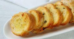 Aprenda a fazer uma deliciosa receita de pão de alho. A receita é muito fácil de fazer e resulta numa deliciosa entrada ou acompanhamento.