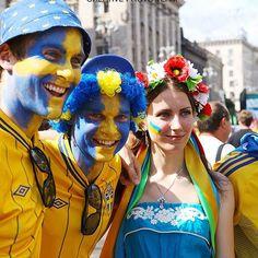 EURO 2012 Poland - Ukraine : Swedish fans camp before France - Sweden match — Фанзона шведских фанатов перед матчем Франция - Шаеция #soccer #football #game #euro #europe #fan #fans #euro2012 #ukraine #poland #match #game #smile #smiling #Khreshchatyk #ca | Flickr - Photo Sharing!