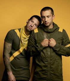 Twenty One Pilots lover Ed Sheeran, Twenty One Pilots Wallpaper, Tyler Joseph Josh Dun, Band Memes, Staying Alive, My Chemical Romance, Evanescence, Music Bands, Music Is Life