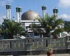 Masjid Raya Syiarul Islam Kuningan, Jawa Barat, Indonesia Islamic Architecture, Beautiful Architecture, Beautiful Mosques, East Indies, World's Most Beautiful, Place Of Worship, Islamic Art, Maldives, Southeast Asia