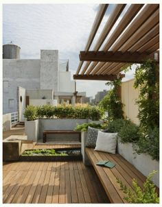The pergola kits are the easiest and quickest way to build a garden pergola. There are lots of do it yourself pergola kits available to you so that anyone could easily put them together to construct a new structure at their backyard. Terrasse Design, Balkon Design, Outdoor Rooms, Outdoor Gardens, Outdoor Living, Rooftop Gardens, Rooftop Patio, City Gardens, Outdoor Seating