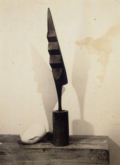 Constantin Brancusi, Le coq, circa 1924