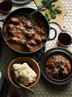 北欧ハンサムのアレクサンダー・スカルスガルドが、パパとの思い出レシピを伝授!