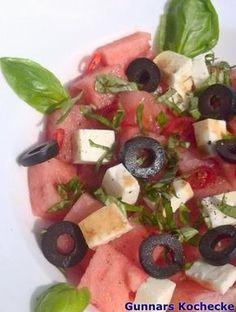Wassermelonen-Salat mit Feta, Oliven und Chili - #Rezept