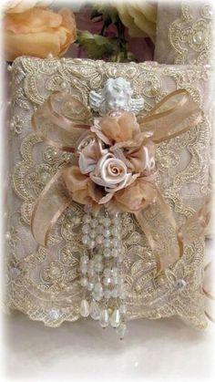 Shabby Chic Living Room On A Budget shabby chic wall decor porches.Shabby Chic Living Room On A Budget. Baños Shabby Chic, Shabby Chic Crafts, Shabby Chic Interiors, Shabby Chic Living Room, Shabby Cottage, Vintage Embroidery, Ribbon Embroidery, Embroidery Ideas, Vintage Lace