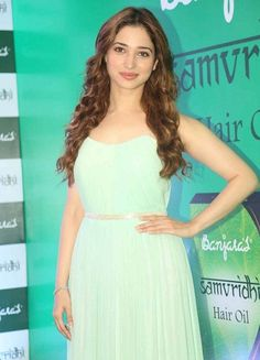 Tollywood actresses can be spotted wearing no makeup as well on an ordinary day out. Here's an insight into some pictures of Tamanna Bhatia without makeup. Beautiful Indian Actress, Beautiful Actresses, Tamanna Hot Images, South Actress, Without Makeup, Custom Dresses, Bollywood Celebrities, Hair Oil, Cute Faces