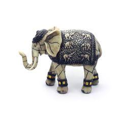 Elefante Largura x Altura x Profundidade: 22 x 16 x 8 cm Peso: 800 g Material: resina Acabamento: marfim Origem: Ásia