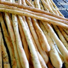Grissini breadsticks are homemade Italian breadsticks recipe that rivals the Italian grocery and restaurant versions. This recipe makes an excellent crunchy outside with a soft interior. Excellent for dunking in sauce, olive oil, or just snacking. Italian Breadsticks Recipe, Homemade Breadsticks, Breadstick Recipe, Wing Recipes, Bread Recipes, Chicken Recipes, Cooking Recipes, Snack Recipes, Al Dente