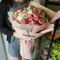 How To Wrap Flowers, Hand Flowers, Flowers For You, Dried Flowers, Beautiful Flowers, Bouquet Wrap, Hand Bouquet, Rose Bouquet, November Flower