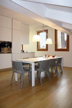 Zona pranzo collocata sotto il lucernario #architettura #interni