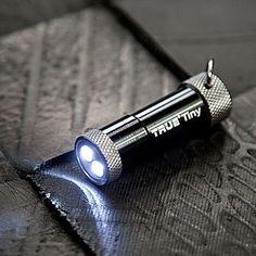 """Lampe de porte clés : Lampe torche 2 LEDs """"TinyTorch""""  Marque True Utility"""