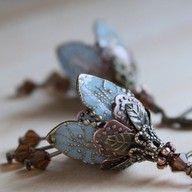 Beautiful vintage earrings.