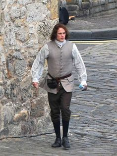 Sam on set for season 2 of #Outlander  @stacey_macgowan @Bellarina8448 @b304SMN @Bonnie75444152
